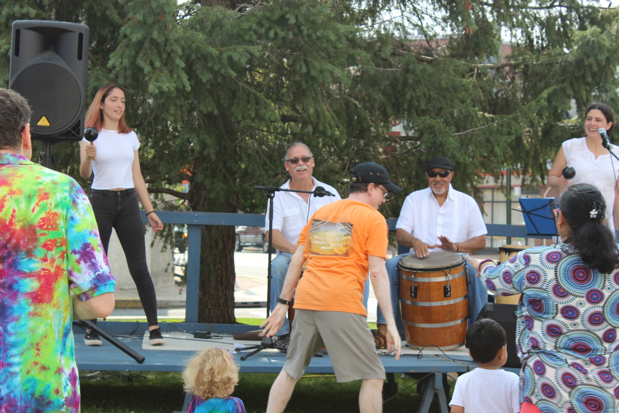 When people get together to dance, drum and sing bomba it is called a bombazo. The audience at the Farmer's market festival joined in the dancing and singing, turning the Raíces Student Ensemble performance into an impromptu bombazo.